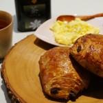 【早餐】半自製的『巧克力牛角可頌麵包』