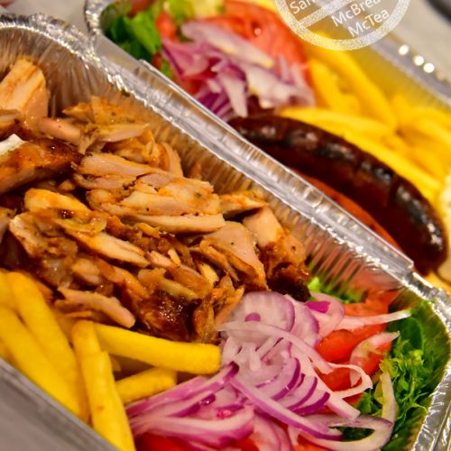 【希臘 聖托里尼】伊亞 | Oia 車站旁的希臘旋轉烤肉 丨Pita Gyros