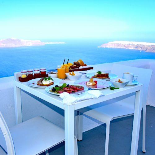 【希臘 聖托里尼】《Grace Santorini》- In-Room Breakfast 海景早餐