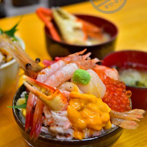 【北海道 小樽】三角市場内《北のどんぶり屋 滝波食堂》的海鮮丼