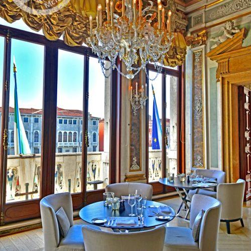 【意大利 威尼斯】 住宿《Aman Venice | Palazzo Papadopoli》- 宫殿内吃早餐