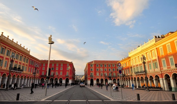 可由《Place Masséna》開始