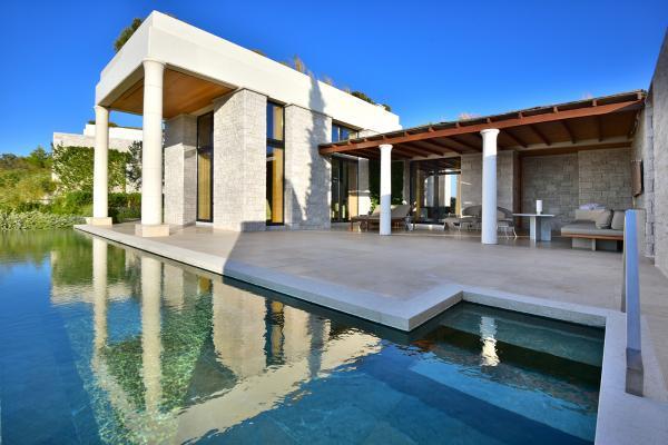 Deluxe Pool Pavilion Premium View