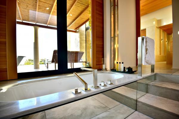 大得誇張的浴室