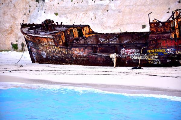 從海上角度看擱淺的沉船