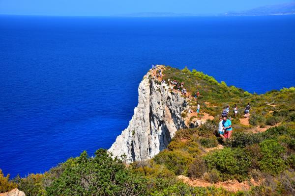 觀賞最美的景色得往懸崖峭壁上走去