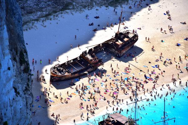 Zoom 去看海灘上的沉船