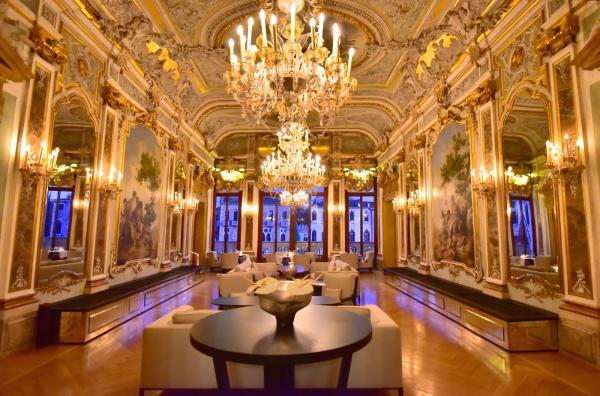 結束黃昏巡航旅程後回到酒店拍下的宮殿照片,是我非常喜歡的一張