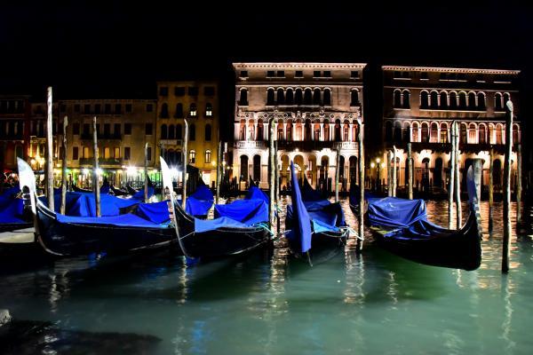 晚上的威尼斯看似寧靜