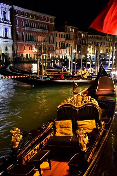 實際上是越夜越美麗,運河邊熱鬧得很