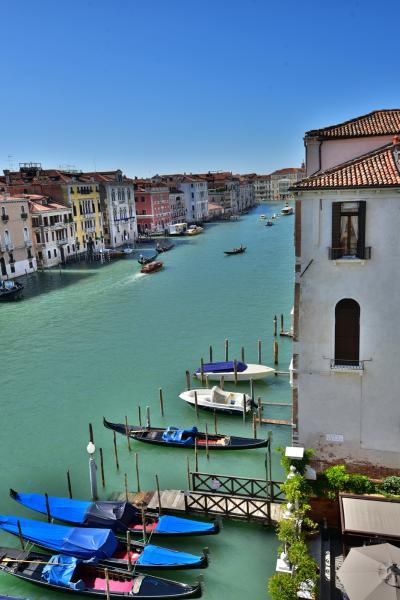 位於《Grand Canal》上,可欣賞河邊風景