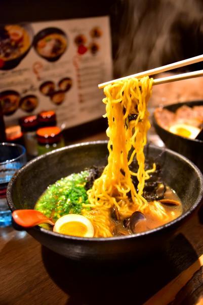 午餐吃用蜆肉做湯底的『しみじみ』拉麵