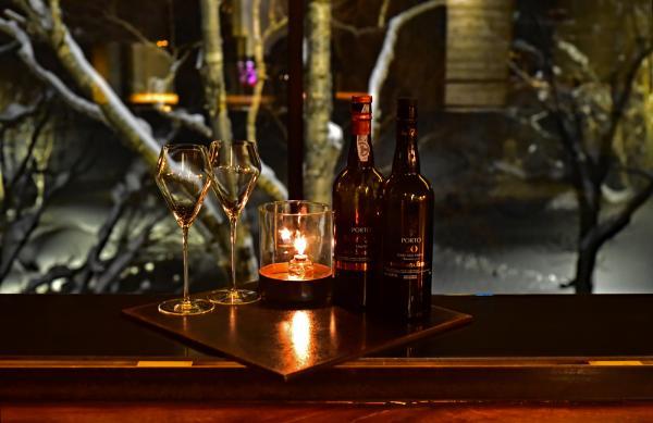 晚餐前先來酒吧喝香檳